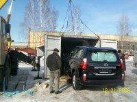 Погрузка автомобиля Lexus в контейнер